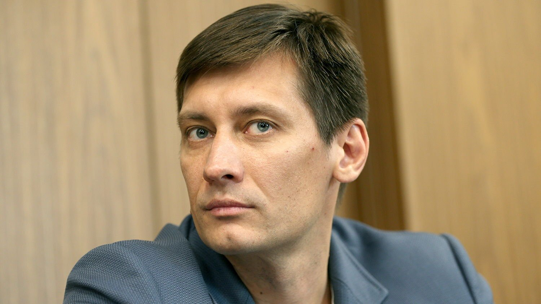 """Уехавший из РФ Гудков не намерен оставаться в Украине: """"Буду еще какое-то время тут..."""""""