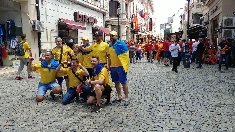 """Украинцы в Бухаресте ответили македонцам на их песни легендарной """"Червоной рутой"""", кадры"""