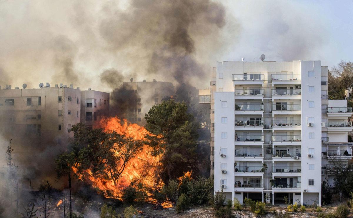 Израиль вспыхнул пожарами после атак со стороны сектора Газа