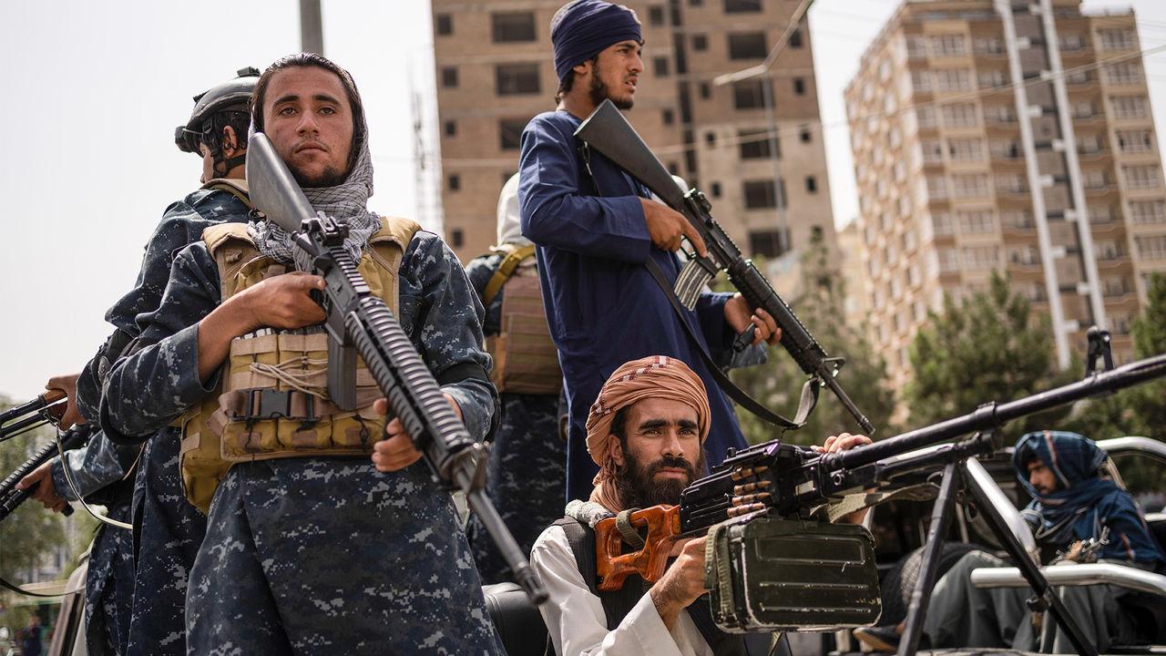 В Афганистане показали, как талибы устраивают самосуд над людьми