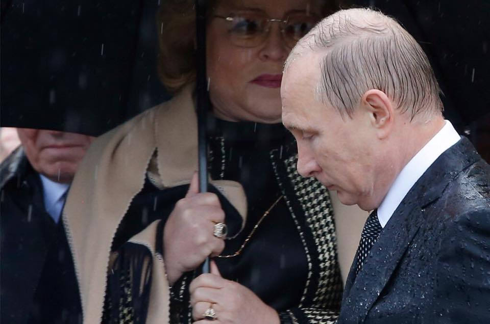 Впервые за 18 лет рейтинг Путина рухнул так низко: эксперты назвали причину - узурпатора не спасти