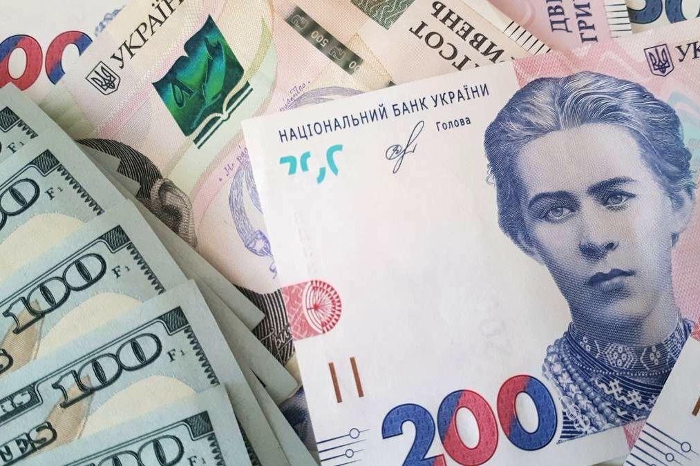 Гривна укрепляется и может достигнуть 24 за доллар: почему от этого пострадают простые украинцы