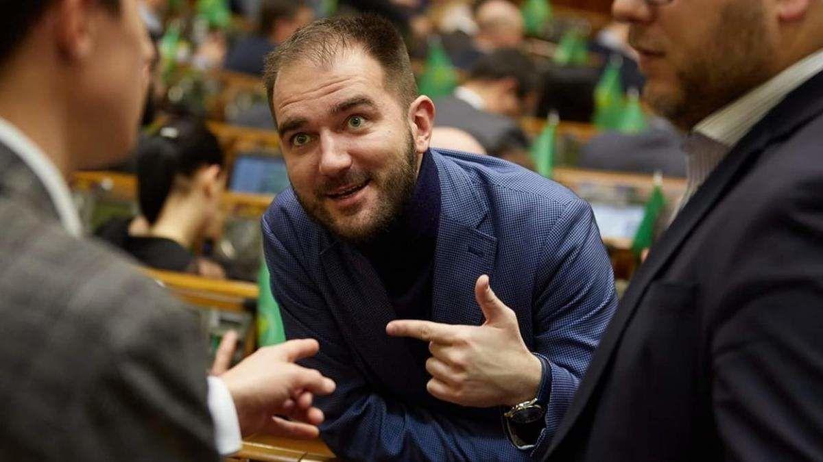 """Экс-""""слуга"""" Юрченко во Львове устроил ДТП и пытался бежать – Лерос показал тест политика на наркотики"""