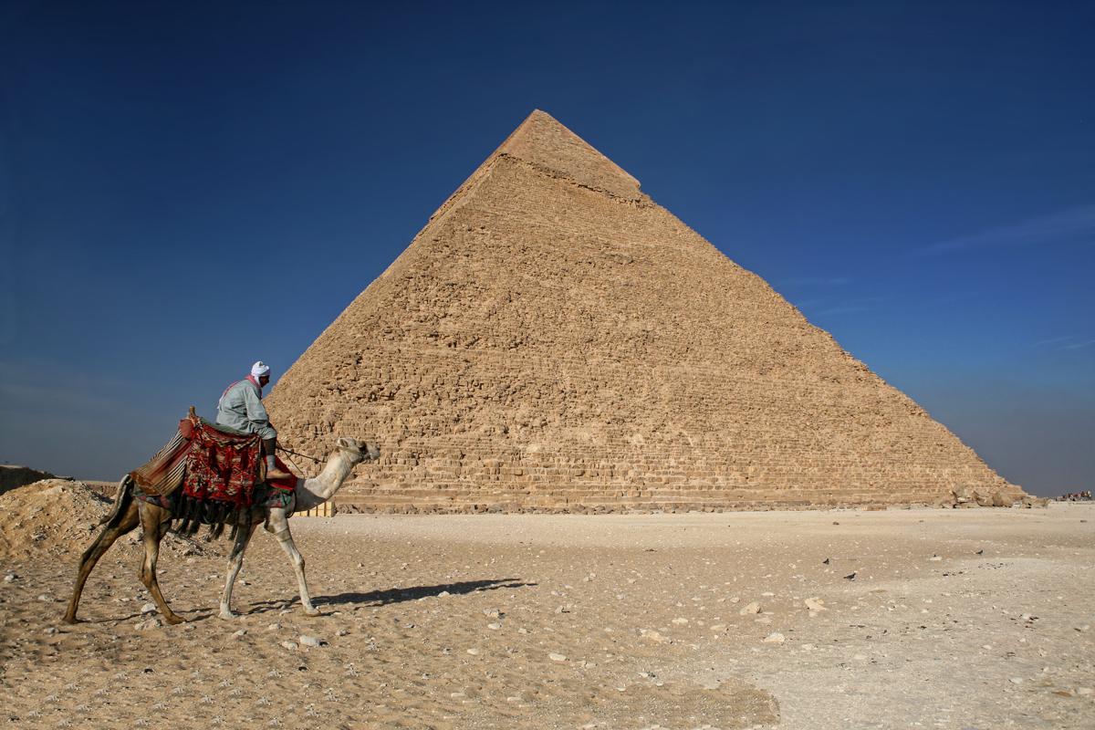 """Научный мир в предвкушении: в 4500- летней знаменитой пирамиде Хеопса с помощью космических лучей обнаружили загадочную """"пустоту"""""""