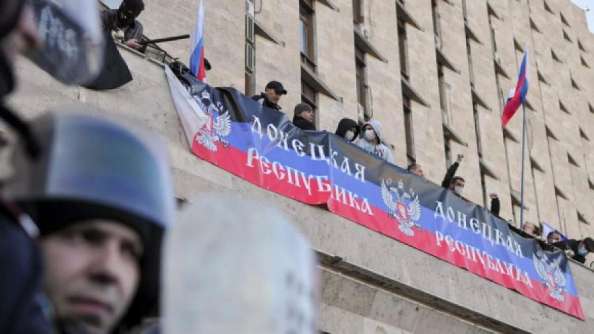 """Жители Донецка об изменениях с 2014 года: """"Свободы не хватает, родных, тяжело живется"""", - кадры"""