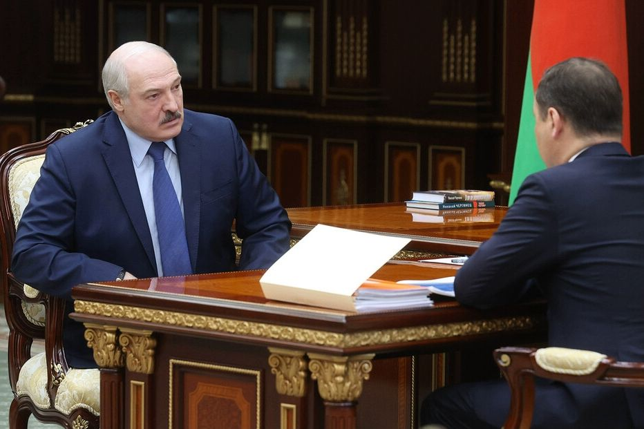 Самопровозглашенный президент Беларуси, объявлявший о победе над COVID-19, обвинил США и Европу