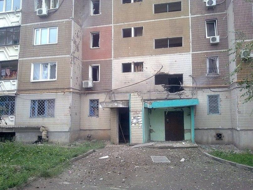 Масштабные разрушения домов и колледжа в Луганске