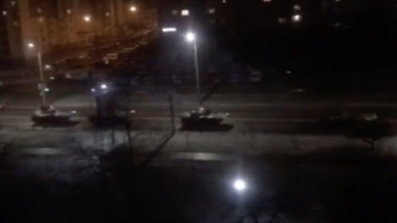Есть угроза: на границу с Беларусью переброшены дополнительные силы украинских ПВО. Большая колонна бронетехники двигалась ночью по Гродно. ВИДЕО 3