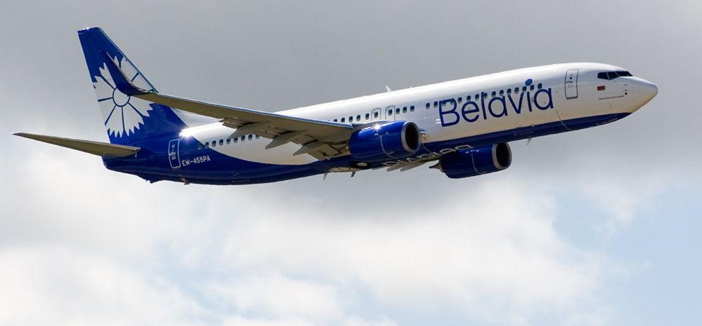 Украина закрывает воздушное пространство для самолетов из Беларуси: названа дата