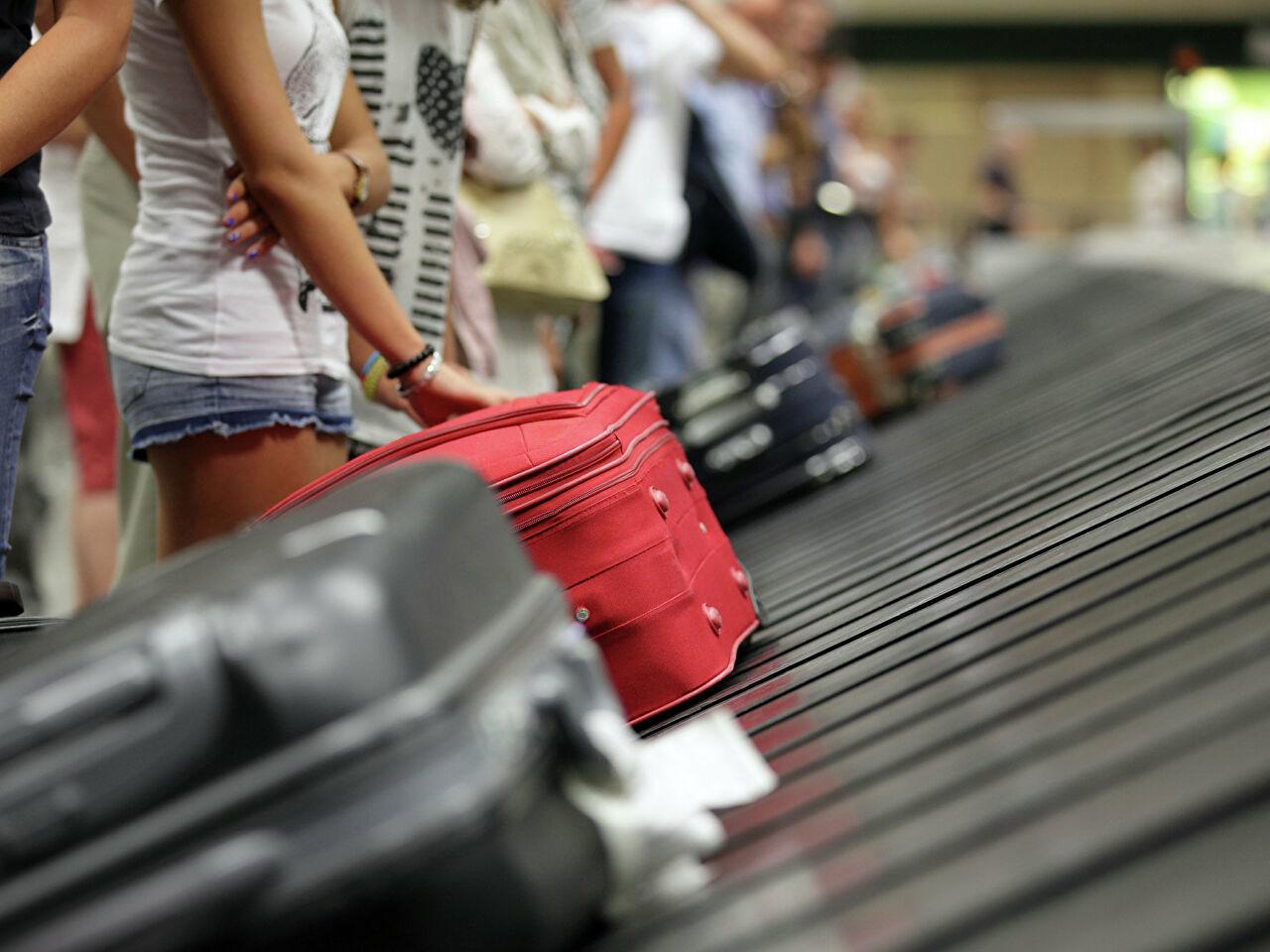 Украинки в самолете из Турции устроили драку – к трапу срочно вызвали скорую и полицию