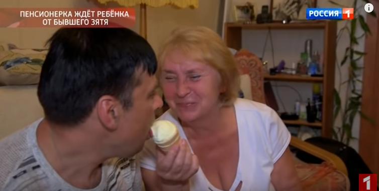 В России пенсионерка отбила молодого мужа у дочки и готовится снова стать матерью – кадры