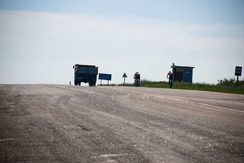СНБО: недалеко от Тельманово террористы обстреляли блокпост, который пересекают беженцы
