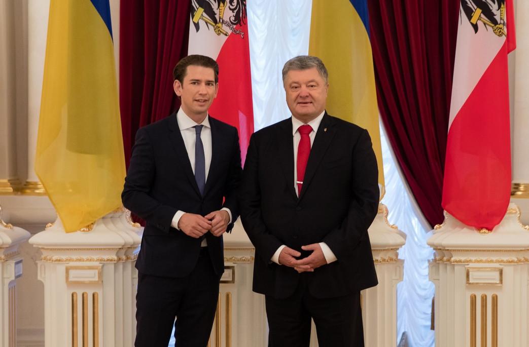 Глава ЕС Курц в Киеве впервые назвал Россию агрессором и пообещал ей серьезные неприятности - кадры
