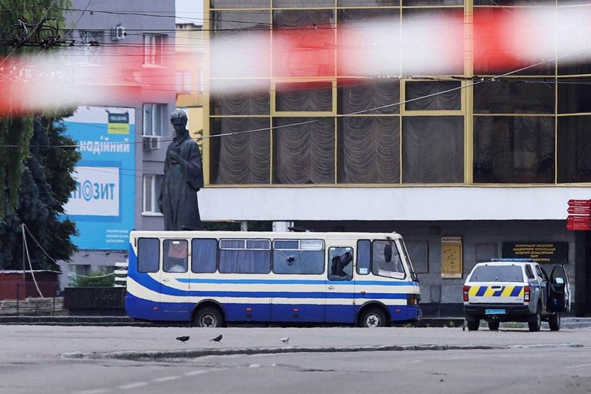Полицейский в Луцке вернулся к захваченному автобусу, и террорист Кривош открыл огонь, видео