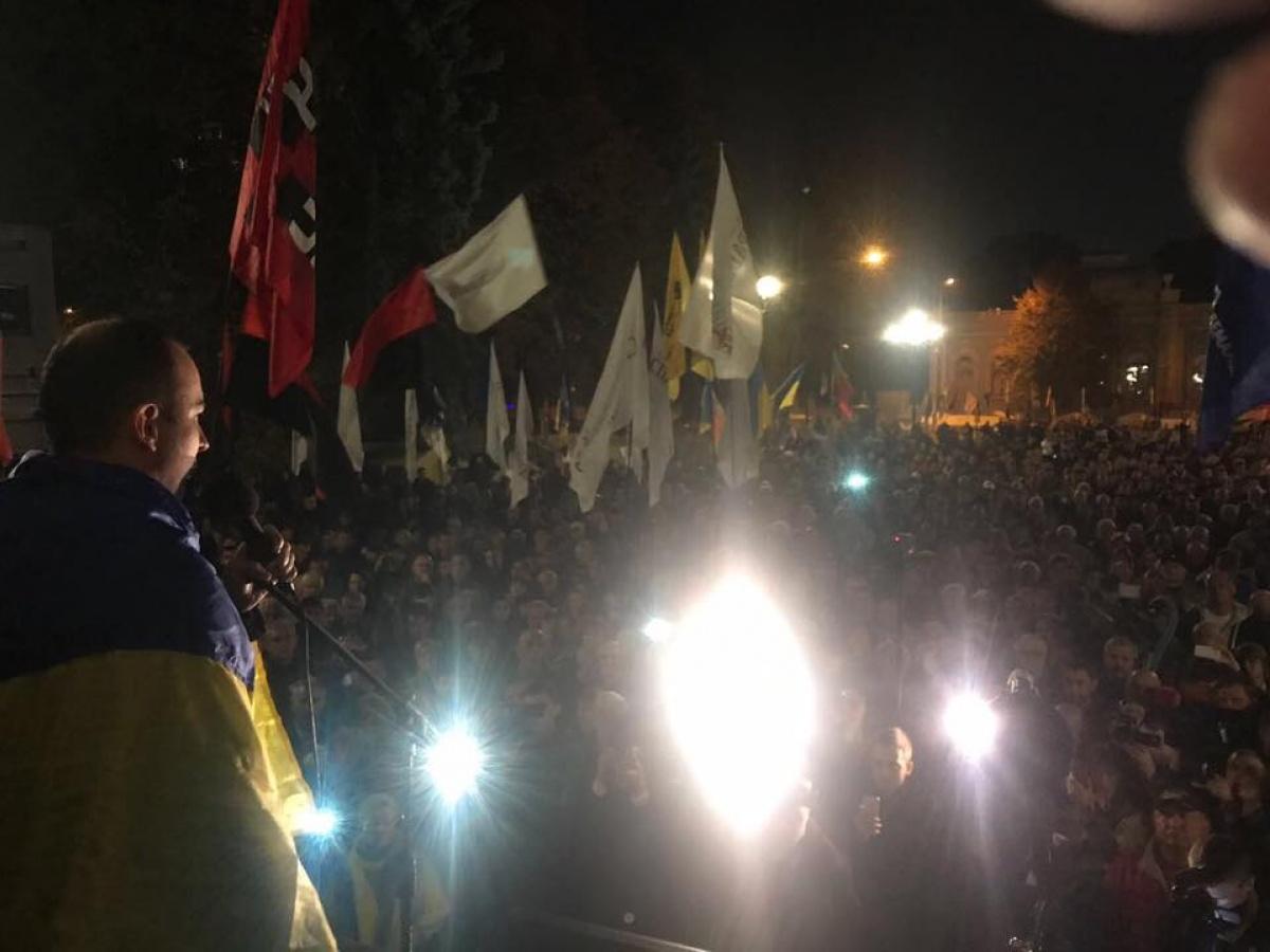 Активисты во главе с нардепом Соболевым прибыли к Администрации президента Порошенко: стала известна причина визита