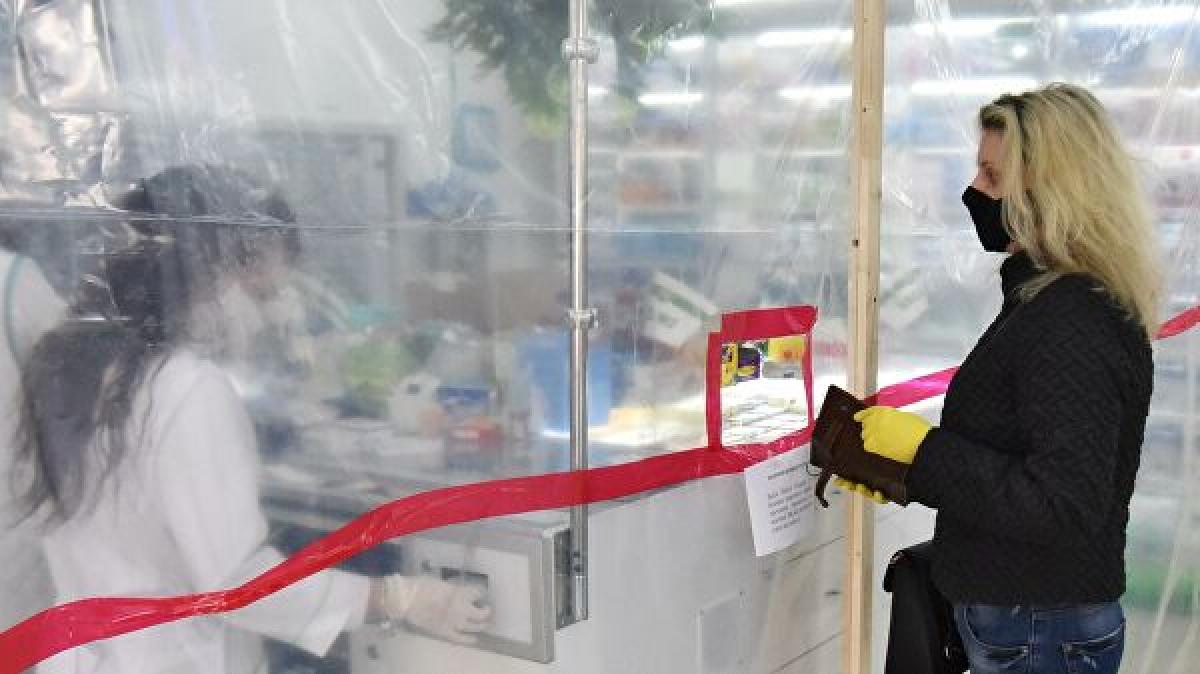 """""""ЛНР"""" из-за коронавируса """"закрывает"""" целые города: жители напуганы и боятся голода"""