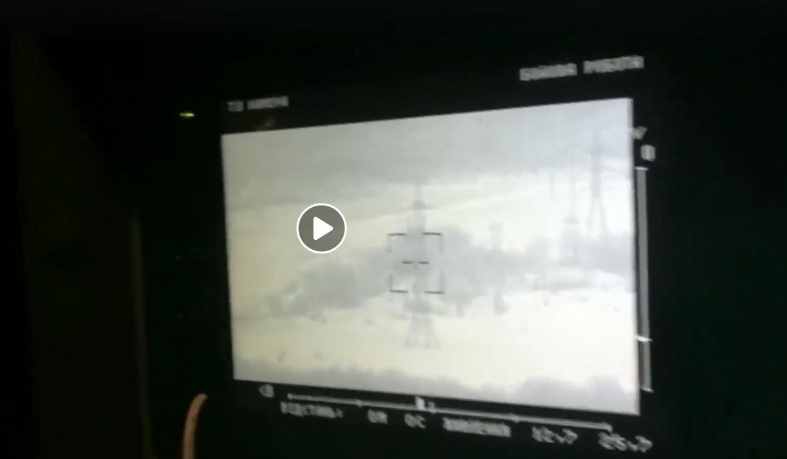 """Бойцы ВСУ эффектно подорвали """"КрАЗ"""" врага с российскими наемниками внутри: кадры молниеносной точной ответки"""