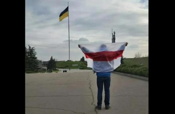 """""""Спасите! Вытащите нас из Беларуси!""""- белорусы бросились массово бежать в Украину - СМИ"""