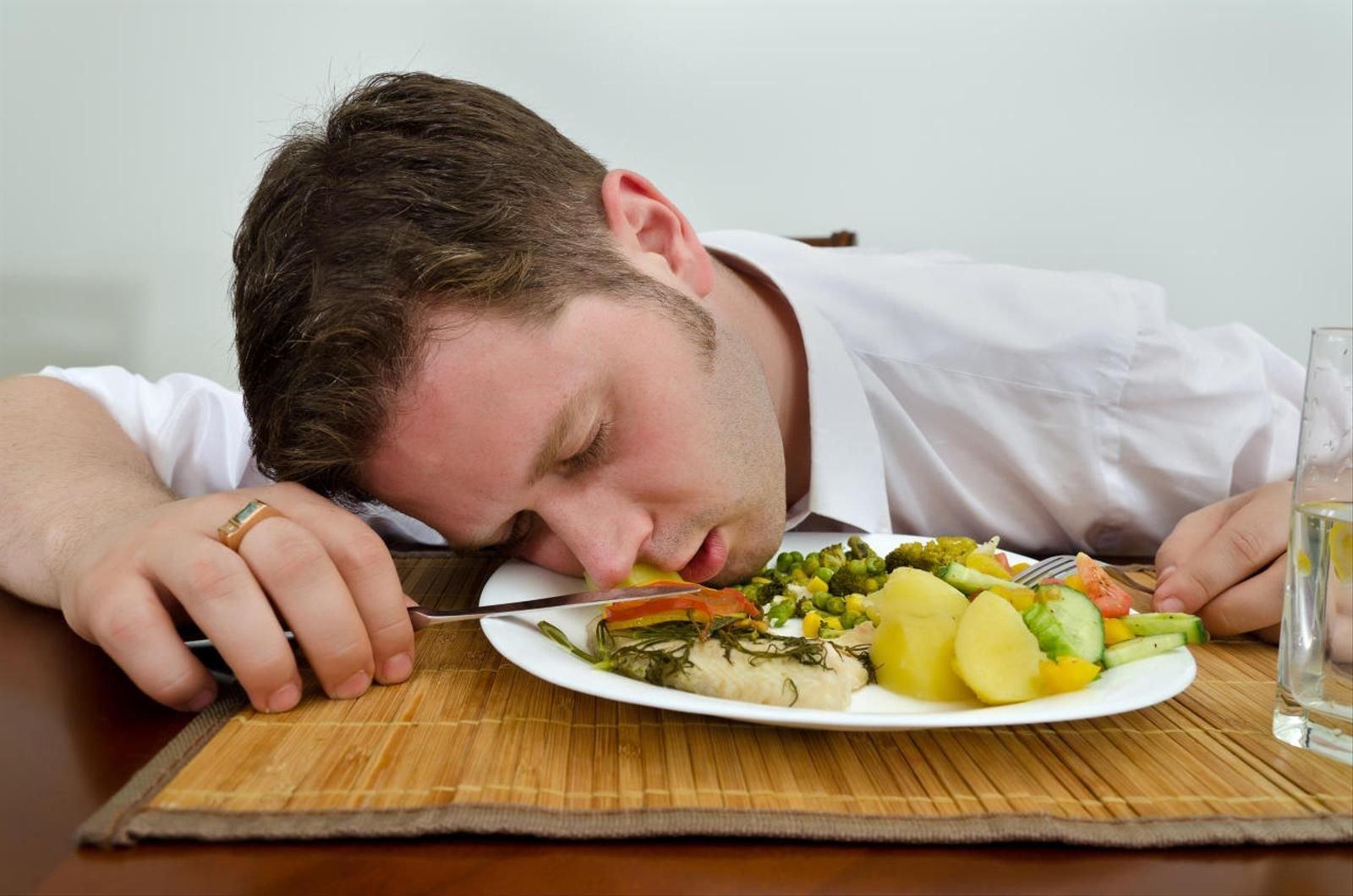 Список продуктов, которые отбирают силы: какие овощи и фрукты лучше есть днем, а какие вечером