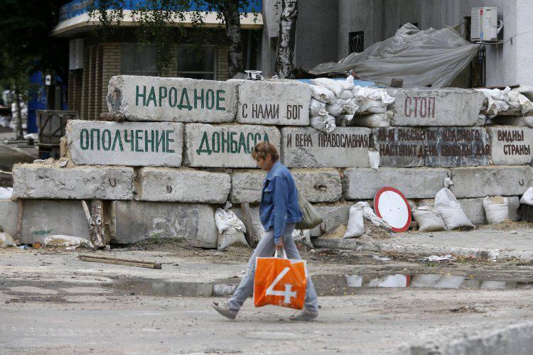 """""""Россия будет держать оккупированный Донбасс на привязи, ей нужна страшилка для других свободных и независимых регионов Украины"""", - Василий Шкляр"""