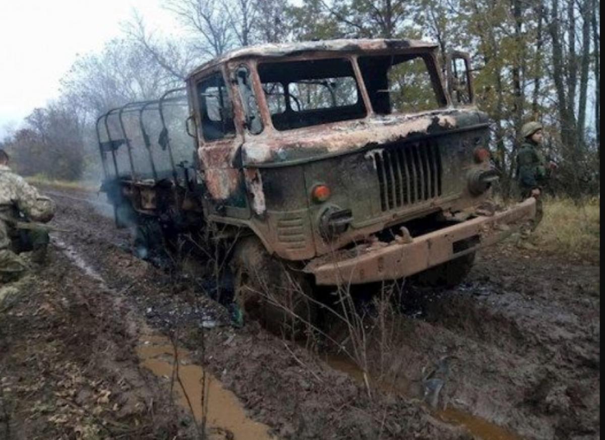 Видео, как российская армия открыла огонь из ПТУР по ВСУ: подорван военный грузовик