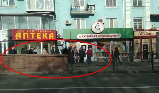 """Очередь из оккупированного Донецка поразила соцсети: """"Унизительно все это, Донбасс довели """"до ручки"""", - фото"""