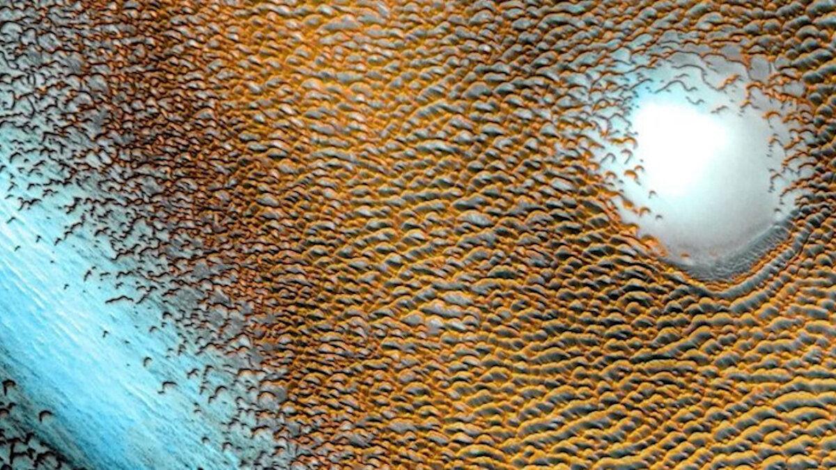 Голубые дюны Марса: в NASA представили впечатляющий снимок