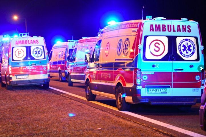 В Польше автобус с украинцами ночью вылетел из автострады: шесть погибших, десятки раненых