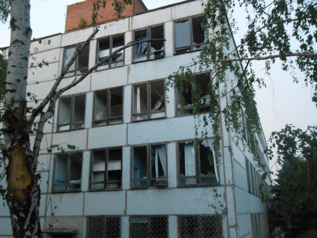 В здание общежития в Горловке попал снаряд. Есть жертвы