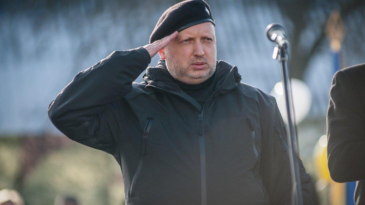 Турчинов заверил, что готов наступать на Крым, если Зеленский даст такой приказ
