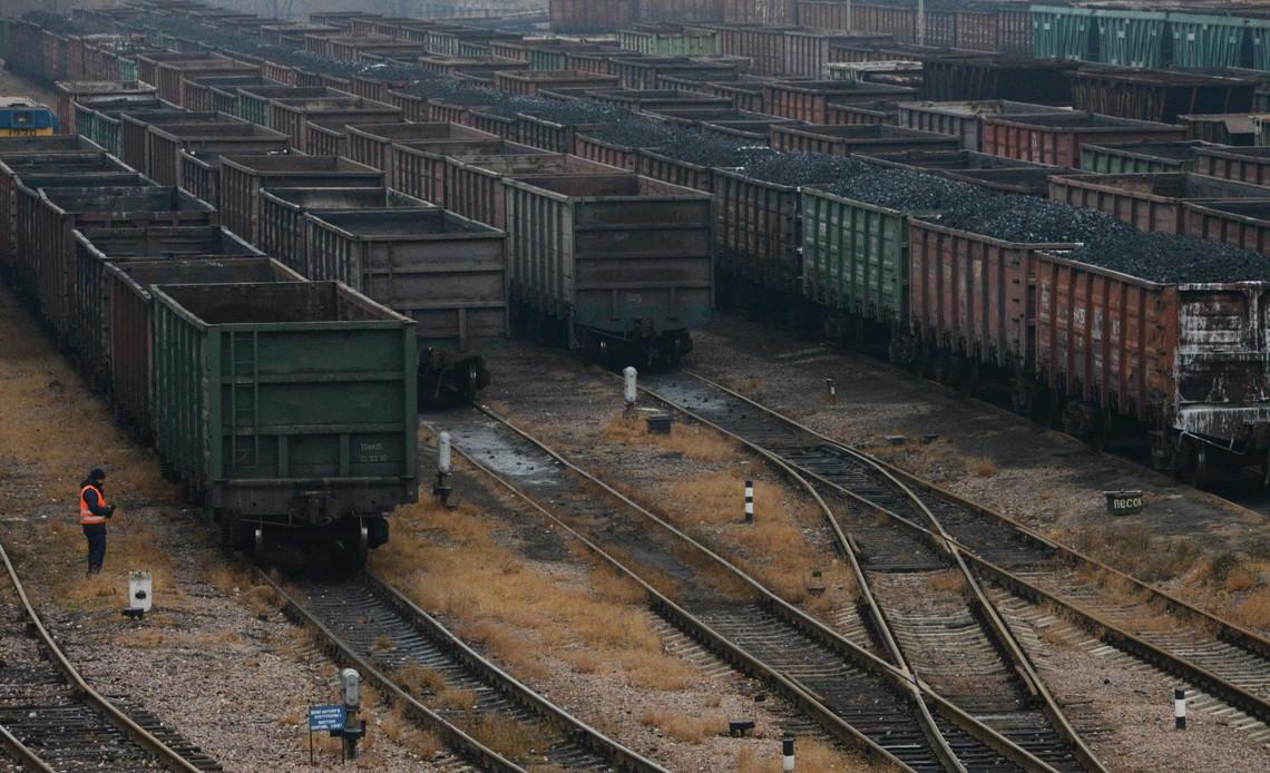 """У Путина дали """"зеленый свет"""" на вывоз угля из Донбасса в Россию: оккупанты уже нагло украли из Украины тонны антрацита на сумму в $13 млн"""