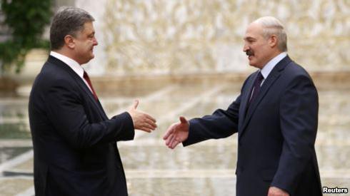 Источник: первым в Минске Порошенко встречал белорусский президент