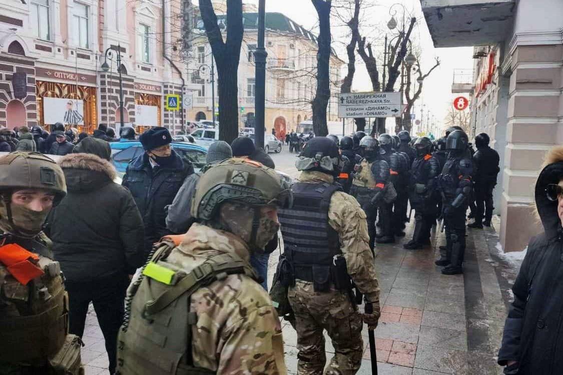 Сотни протестующих задержаны по всей России, тысячи избиты - они вышли требовать отставки Путина