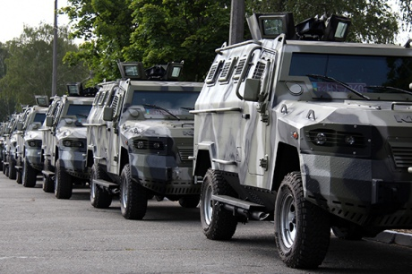 Бронированная техника отправилась со столичного парада в зону АТО