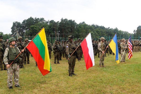 """Украина впервые принимает военные учения """"Три меча – 2021"""": участвуют военные США, Польши и Литвы"""