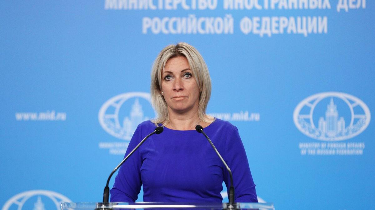 """Захарова резко ответила Франции на слова о непризнании российской вакцины от COVID: """"Не им диктовать..."""""""