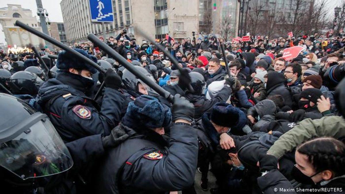 Начались массовые аресты: войска занимают позиции по всей России из-за протестов