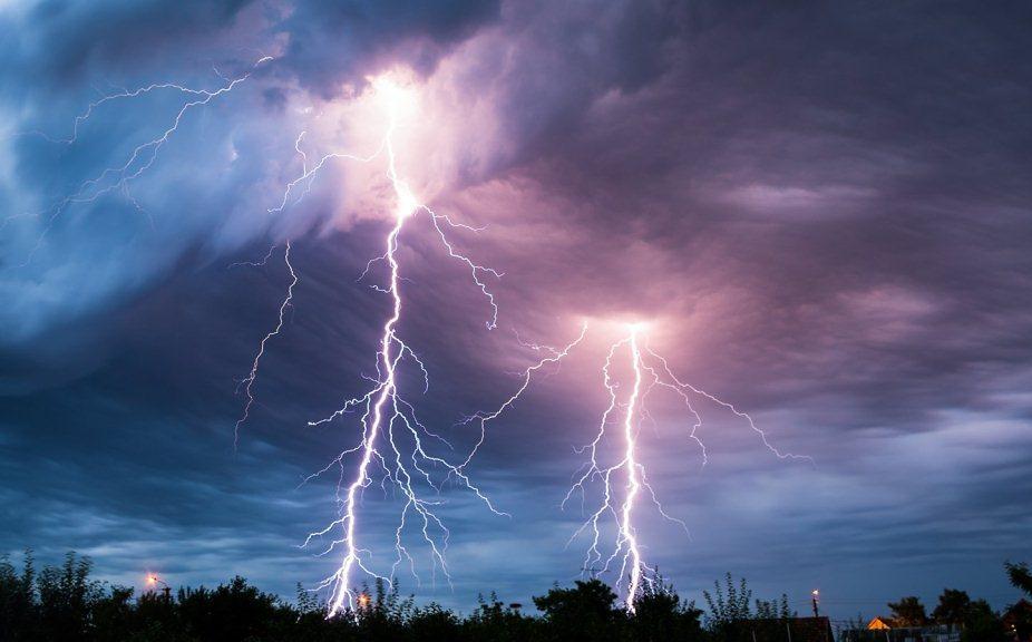 Украину накроет мощный шторм - опасный фронт идет из Европы: какие области в зоне риска