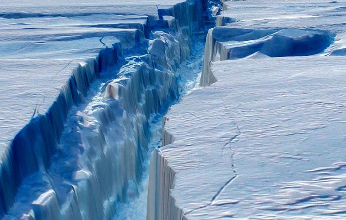 В Антарктиде сформировался гигантский раскол, который затопит большие территории на Земле – кадры
