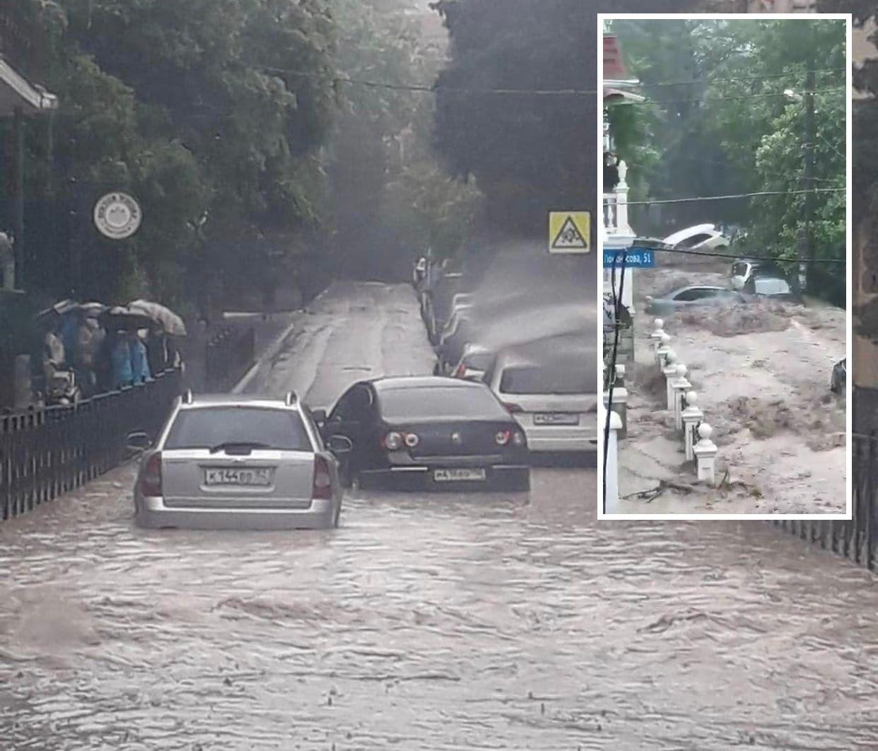 Ялта пережила мощный потоп, которого не было с 1922 года: город остался без света, связи и воды