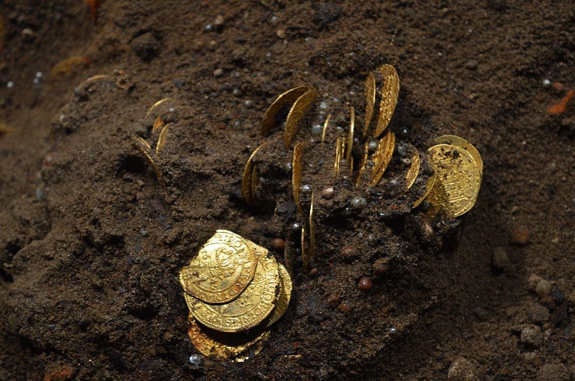 Древние сокровища: в Коринфе обнаружили клад, спрятанный 1500 лет назад, – кадры