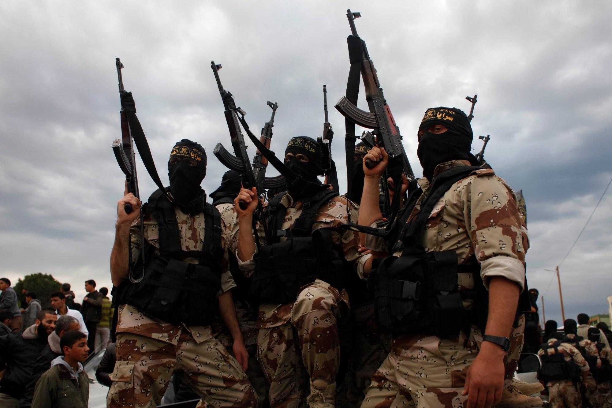Одним из убитых в Сирии террористов ИГИЛ оказался россиянин из Оренбургской области: в Сети появились уникальные фото и видеокадры