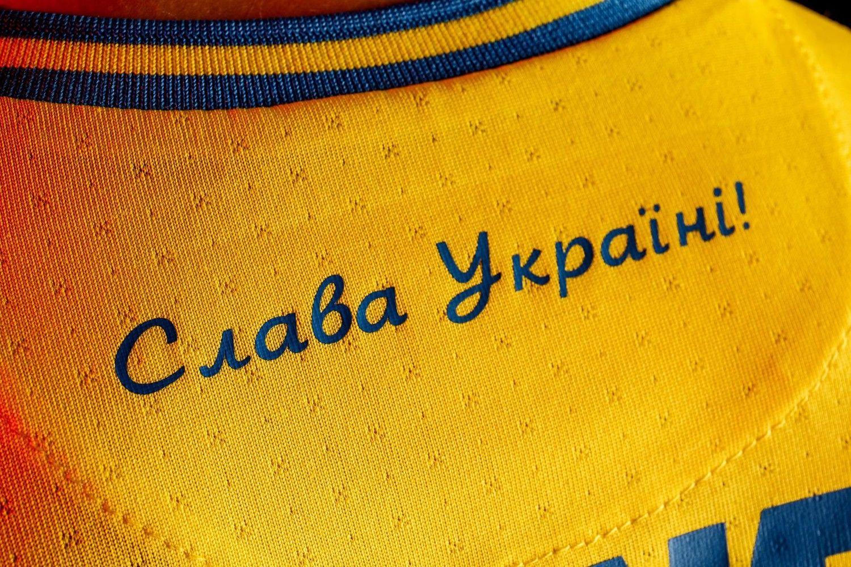"""УЕФА """"любезно"""" ответил СМИ РФ на вопрос о форме с лозунгом """"Слава Украине!"""" в УПЛ"""