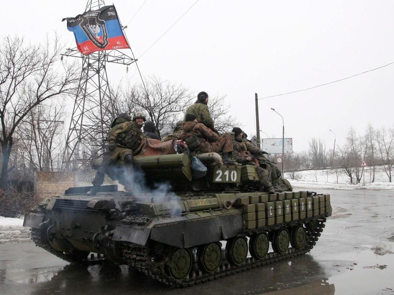 """""""Это очень больно"""", - житель Енакиево рассказал, что произошло с городом после прихода российских военных"""