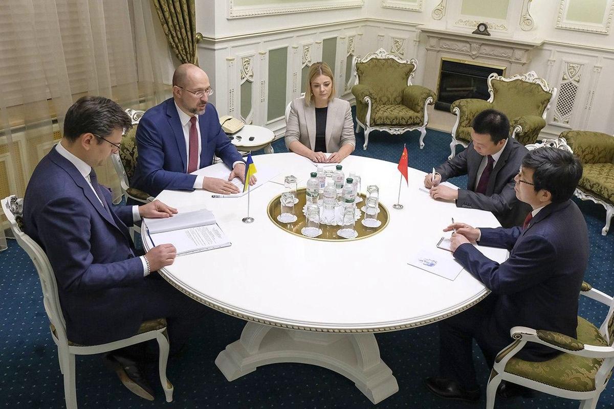 Китай поддержал Украину и готовится подставить плечо - премьер Шмыгаль раскрыл детали