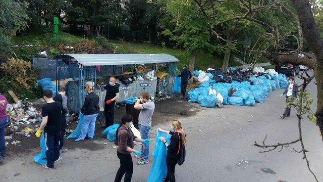 Львов избавляется от гор бытовых отходов: очистили две трети мусорных площадок