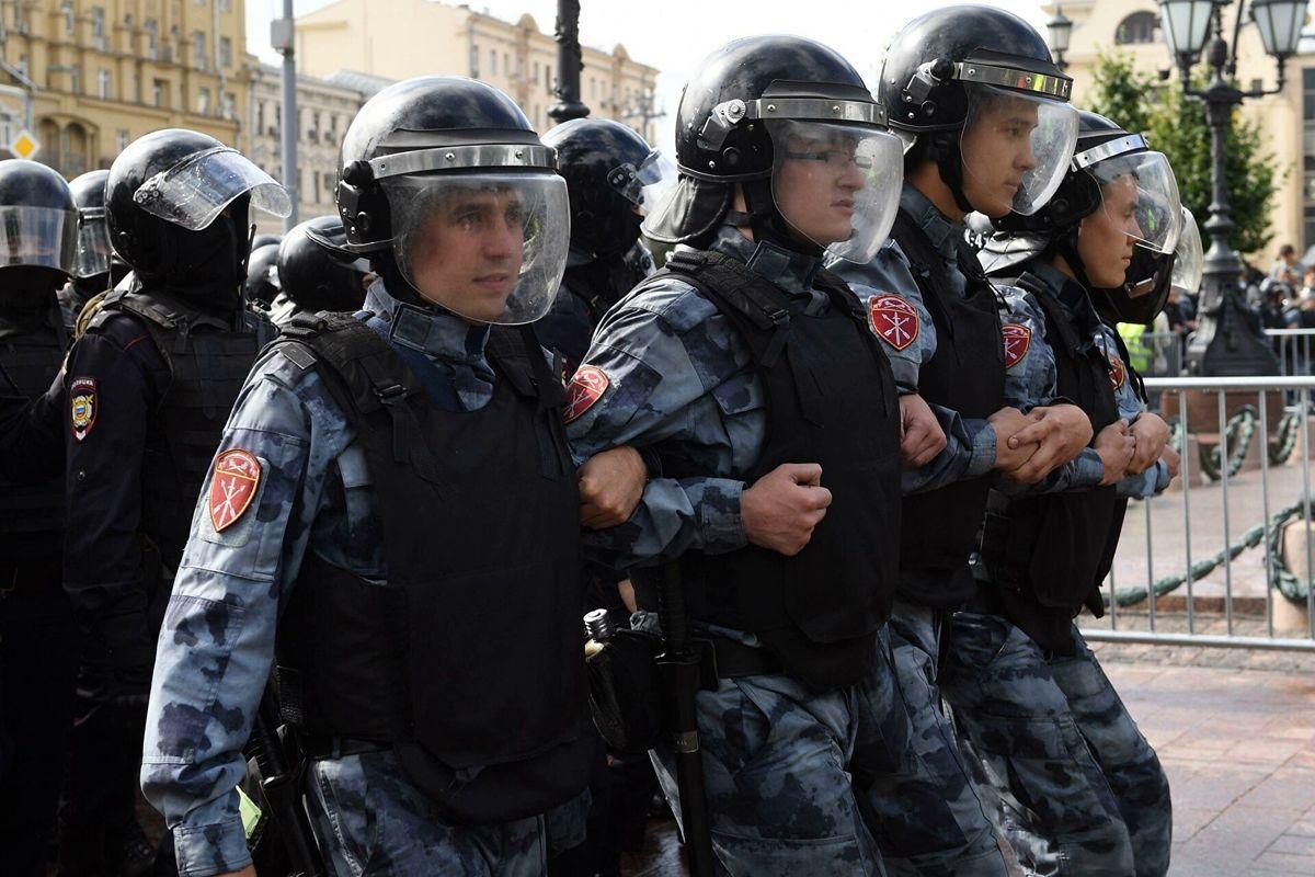 Reuters: в России на фоне протестов массово набирали в ОМОН снайперов без опыта работы