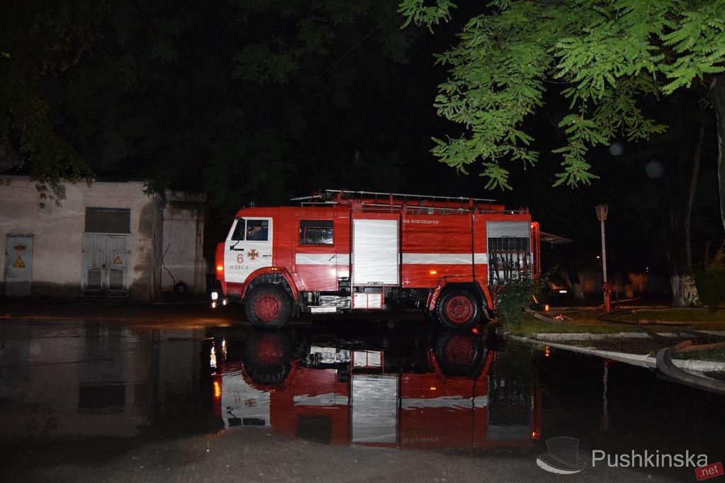 В Одессе в здании Минобороны прогремел сильный взрыв - первые кадры с места ЧП