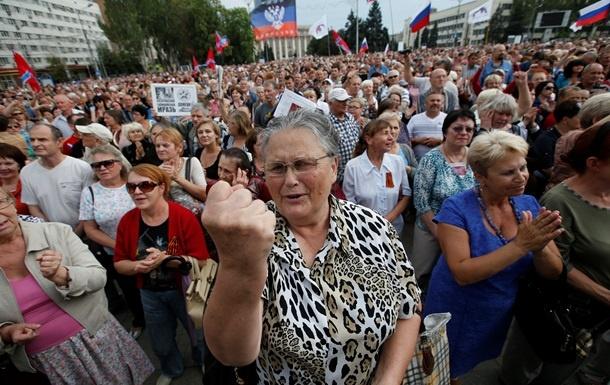 """Прозревшая """"ватница"""" из Донецка жестко наехала на Захарченко: """"Свою зарплату не забуду и не прощу! Я помню ваш пиндеж про """"рай""""! Где все это? Пи*****ы"""""""