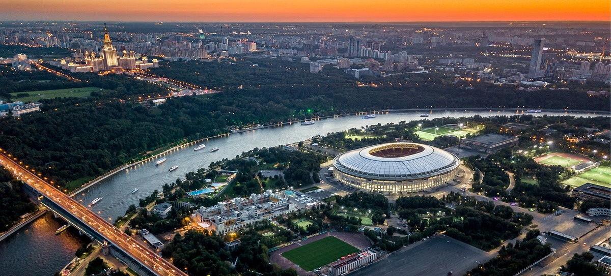 """На стадионе """"Лужники"""" в Москве закрыли фан-зону Евро-2020: проход оградили конструкциями"""